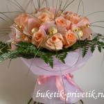 Букет из кофет и роз