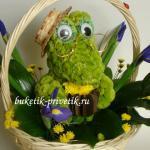 Крокодил Гена из цветов