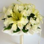 Букет невесты розы и лилии