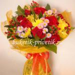 Букет красных роз и хризантем