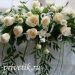 Композиция на стол молодоженов из белых роз