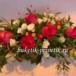 Свадебная композиция из красных роз