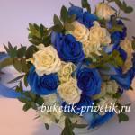 Букет невесты из белых и синих роз