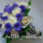 Букет невесты из роз и васильков