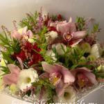 Букет из орхидей микс